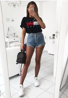 15 modische Sommer-Outfits mit Logo-T-Shirts 15 modische Sommer-Outfits mit Logo-T-Shirts Boho Outfits, Chic Summer Outfits, Tumblr Outfits, Vintage Outfits, Fashion Outfits, Womens Fashion, Casual Summer, Urban Fashion, Fashion Trends