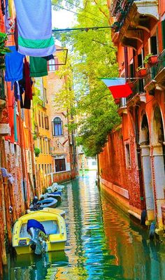 Colorful canal in Venice, Italy • photo: Kevin & Amanda