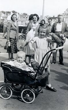 STREET PHOTOGRAPHER BOGNOR 1953 SALLY AND CAROL WITH 3 PARROTs
