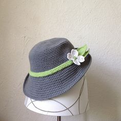 Crochet this hat in a soft, yarn like Kitchen Cotton for a nice, cool spring/summer hat. Pattern by Suvi's Crochet.