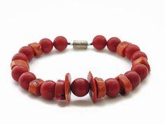 Rode koraal ketting, handgemaakt kralen choker van (on)gepolijste kraal en magneetsluiting: FlorenceJewelshop  www.etsy.com/shop/florencejewelshop  #necklace #coral necklace #handmade jewelry #magnetic clasp #modern design