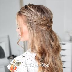 Spit never lose relevance. There are many options for weaving hair. Dutch braid looks striking and attractive.