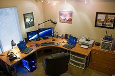 Un buen setup en un espacio pequeno. 4 Monitores