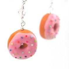 Encontre esto: 'Donut earrings  pink sprinkle frosting by inediblejewelry on Etsy' en Wish, ¡échale un ojo!