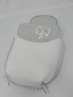 Conjunto para el capazo del coche Muum de Jané en rosa y estrellas gris pastel.  El saco es de tres piezas, colchoneta, edredón y cubre capa...