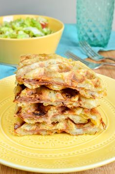 Slimming Eats Syn Free Cheese and Ham Stuffed Hash Brown Waffle - gluten free, Slimming World and Weight Watchers friendly Slimming World Waffles, Slimming World Breakfast, Slimming World Diet, Slimming Eats, Slimming World Recipes, Easy Dinner Recipes, Breakfast Recipes, Easy Meals, Breakfast Healthy