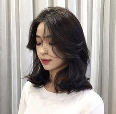22 Perfect Medium Length Hairstyles for Thin Hair in 2019 - Style My Hairs Medium Hair Cuts, Medium Hair Styles, Curly Hair Styles, Asian Short Hair, Short Hair Korean Style, Hair Cuts Asian, Asian Hair Dyed, Korean Hairstyle Short Shoulder Length, Korean Hairstyle Bangs