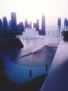 - Dubai fountain, Dubai Mall.