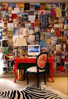 mdesingla mesa de estudio roja, alfombra de cebra y pared llena de fotos peagads.jpg (354×512)
