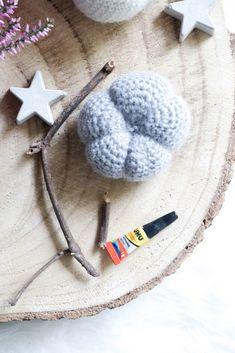 Gehäkelte Kürbisse- einfaches und schickes DIY für den Herbst Knit Crochet, Winter Hats, Knitting, Amigurumi, Crochet Fruit, Chic, Knitting And Crocheting, Tricot, Breien