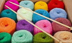 Best Worsted Weight Yarn Most people at the beginners knitting level usually get confused with the t How To Start Knitting, Knitting For Kids, Easy Knitting, Knitting For Beginners, Loom Knitting Projects, Knitting Blogs, Knitting Patterns, Knitting Ideas, Yarn Images