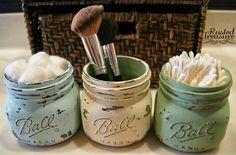 DIY Rustic Mason Jars with great how-to's. Love the bathroom storage idea--adorable little mason jars ♥ Mason Jar Projects, Mason Jar Crafts, Diy Projects, Do It Yourself Design, Do It Yourself Inspiration, Rustic Mason Jars, Painted Mason Jars, Small Bathroom Organization, Bathroom Storage