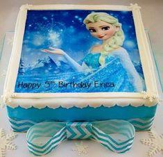 Bolo da Elsa: 80 Modelos Fantásticos Para se Inspirar! Bolo Frozen, Bolo Elsa, Happy 5th Birthday, Disney Princess, Disney Characters, Cake, Cake Party, Blue And White, Cake Ideas