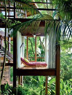 Casa da Praia do Félix, a tropical beach house in Ubatuba on Brazil's southeast coast by architects Vidal Sant'Anna. Image: Eduardo Pozella via: smallhousebliss.com HERE . Artemis: Nice little hideaway to read a book.