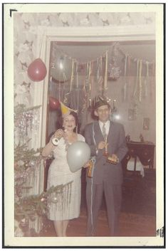 Even though they'd been divorced, Gladys and Phil knew no one else would be able to outdo them in the 'Drink Till You Drop' couples contest on New Year's Eve. Vintage Christmas Photos, Retro Christmas, Vintage Holiday, Christmas Pictures, Retro Pictures, Old Pictures, Old Photos, Xmas Photos, New Years Eve Pictures