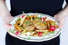 Pesto-lamsgehaktballen en wortelgroenten