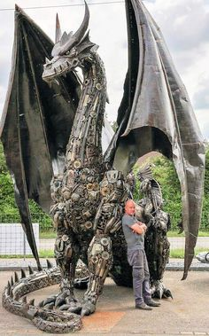Recycle Art Dragon by Tom Samui high and made from car and motorcycle parts - Metal art sculpture - Steel Sculpture, Sculpture Art, Sculpture Ideas, Garden Sculpture, Arte Peculiar, Scrap Metal Art, Welding Art, Arc Welding, Metal Welding