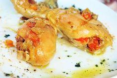 Le cosce di pollo in padella al limone si preparano in pochi minuti e con il loro sapore conquisteranno tutti. Vediamo come fare Carne, Shrimp, Grilling, Food And Drink, Cooking Recipes, Meat, Italian Cuisine, Crickets, Chef Recipes