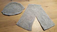 Muts en sjaal in het licht grijs. Gemaakt voor ern kind van 2