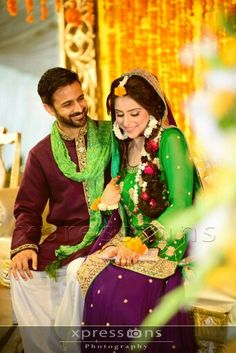 Mehndi couple Pakistani Mehndi Dress, Bridal Mehndi Dresses, Pakistani Outfits, Bridal Outfits, Muslim Women Fashion, Indian Fashion, Mehndi Outfit, Bollywood Dress, Mehndi Brides