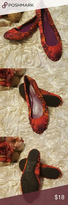 Nine West Size 6 1/2 Ballet Flats women's Shoes These flats have never been worn.  Beautiful black on red print.  They are new, but do not have tags or box. Nine West Shoes Flats & Loafers