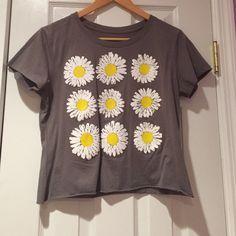 Daisy Tee Grey cropped tee shirt with daisies. Hybird Apparel Tops Tees - Short Sleeve