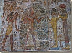 Thot biedt Ramses II de renpet-tak aan, Tempel uit Derr, Wadi es-Seboea. In het oude Egypte waren bomen en struiken schaars.Sommige boomsoorten werden zelfs als heilig beschouwd. Lees het volledige artikel op Kemet.nl