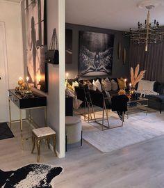 Glam Living Room, Living Room Decor Cozy, Elegant Living Room, Living Room Decor With Black Couches, Black Living Room Furniture, Contemporary Living Room Decor Ideas, Cozy Living Room Warm, Modern Chic Decor, Romantic Living Room