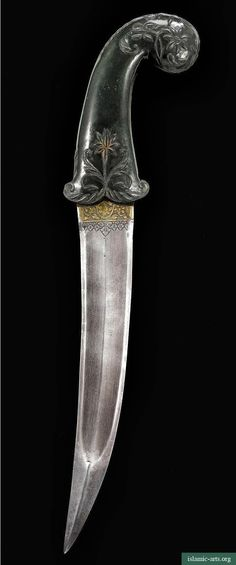 A MUGHAL JADE-HILTED DAGGER, INDIA, 18TH CENTURY