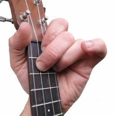 COMPLETE starter guide to how to play UKULELE. Learn to TUNE IT, STRUM IT and PLAY IT with Will from the Ukulele Orchestra of Great…