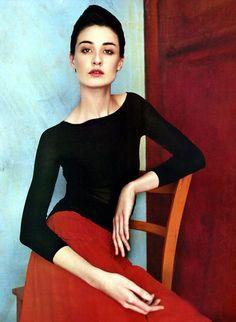 Erin O'Connor as a Modigliani beauty. Ph. Patrick Demarchelier/Harpers Bazaar Feb 2002.