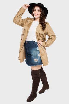 Saia Jeans Detonada Plus Size + Trench coat + Bota Over the Knee da Casa Eurico.