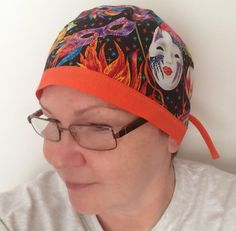 Now you are ready to make a zigzag stitch along the edge of bias tape. I use zigzag stitch to ensure my seams don't break when my surgeon pulls on ends of cap in a hurry. Scrub Hat Patterns, Hat Patterns To Sew, Sewing Patterns, Millinery Hats, Surgical Caps, Straight Stitch, Bias Tape, Scrub Caps, Diy Mask