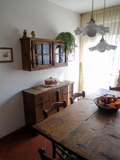 Soggiorno arredato con mobili rustici in pino produzione for Mascagni arredamenti