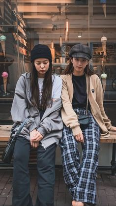 Find BlackPink Clothes, KPOP Sweaters & KPOP Cardigans for an affordable price Blackpink Outfits, Hipster Outfits, Kpop Fashion Outfits, Korean Outfits, Blackpink Fashion, Asian Fashion, Fashion Looks, Korean Airport Fashion, Winter Fashion