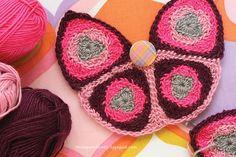 Cute #crochet butterfly bag from vintage pattern by Danielle Thompson.