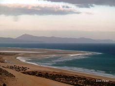 """Playas de Sotavento adornada con la brisa de los vientos """"Alisios"""" en la costa Este de #Fuerteventura"""