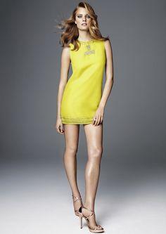 H Conscious Collection: abito corto sempre giallo ma con decoro