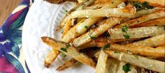i love oven baked fries. Baked French Fries Recipe with Garlic, Parsley & Parmesan Cheese French Fries With Cheese, Crispy French Fries, Garlic Parmesan Fries, Baked Garlic, Garlic Minced, French Fry Recipe Baked, Sem Lactose, Garlic Recipes, Homemade Cheese