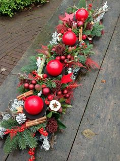 Cheap and Easy Christmas Centerpiece Ideas that you can Make in a Jiff - Hike n Dip Thinking about easy and cheap christmas centerpiece ideas that you can do by yourself? Look here for some of the easiest Christmas centerpiece ideas. Christmas Flower Arrangements, Christmas Table Centerpieces, Christmas Flowers, Christmas Tablescapes, Christmas Candles, Xmas Decorations, Christmas Wreaths, Centerpiece Ideas, Purple Christmas