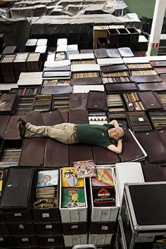 Mother of all Record Collections and Collectors \\ Jimmy Page Vinyl Record Shop, Vinyl Record Collection, Vinyl Record Player, Vinyl Cd, Vinyl Record Storage, Vinyl Music, Vinyl Records, Vinyl Room, Vinyl Collectors