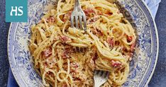 Klassinen pasta carbonara - Reseptit | HS.fi Pasta Carbonara, Spaghetti, Ethnic Recipes, Food, Essen, Meals, Yemek, Noodle, Eten