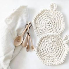 The Blanket Shrug - Free Crochet Pattern - Jewels and Jones Crochet Bracelet Tutorial, Crochet Beaded Bracelets, Beaded Anklets, Crochet Throw Pattern, Crochet Pillow, Crochet Patterns, Crochet Coaster, Shrug Pattern, Crochet Diagram