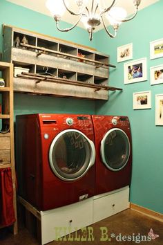 I have a couple rows of nesting boxes to use as decor so I am looking for ideas! Laundry room would be useful! Chicken Boxes, Chicken Nesting Boxes, Metal Chicken, Chicken Feeder Decor, Chicken Feeders, Small Room Bedroom, Small Rooms, Bedroom Ideas, Interior Design Living Room