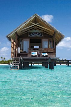 finally, a good view of those little bungalows I keep seeing on the water! want! #JetsetterCurator