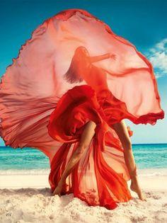 Raica Oliveira на страницах Vogue India