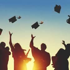 """""""El honor mas grande aún no se ha otorgado, la carrera mas dura aún no ha comenzado. No basta con soñarlo, hay que echarle manos a la obra, luchar hasta conseguir el éxito de nuestro presente. Nunca es tarde… Enhorabuena""""G.M.Quirós #Frases de #graduación"""