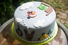 Angry Birds cake made with all natural food dyes