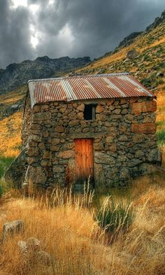 FARMHOUSE – BARN – vintage barn commonly used for storing farm equipment, storage of harvested crops, or providing shelter for livestock. This small stone barn is in Ireland. Old Buildings, Abandoned Buildings, Abandoned Places, Stone Barns, Stone Houses, Stone Cottages, Country Barns, Old Barns, Rustic Barn