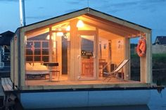 Little houseboat. I love the layout and the light. No loft!